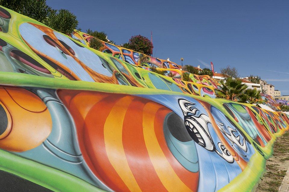 Talude - uma das maiores obras de arte urbana da Europa tem as cores da CIN 02